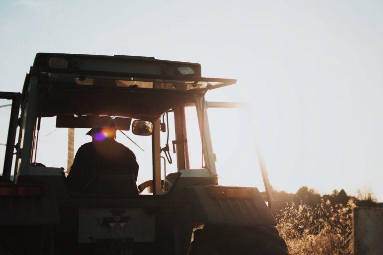 agriculteure tracteur