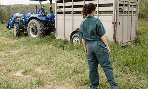 femme avec tracteur